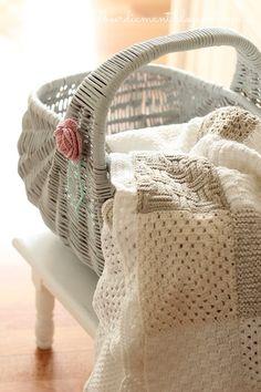crochet in a basket Crochet Quilt, Crochet Home, Crochet Baby, Knit Crochet, Crochet Afghans, Shabby Chic, Gris Rose, Manta Crochet, Rose Cottage