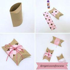 Caixa de presente, rolo de papel higienico