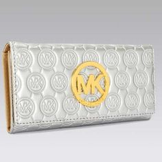 Online Michael Kors Jet Set Continental Logo Large Silver Wallet For Sale Cheap, This compact pouch is a perennially chic companion to your style routine. Michael Kors Handbags Sale, Cheap Michael Kors, Michael Kors Outlet, Michael Kors Jet Set, Mk Wallet, Tote Bag, Leather Wallet, Wallets, Monogram