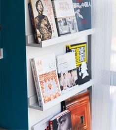 книги на кухне