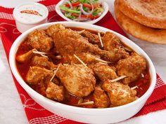 filet de poulet, yaourt nature, oignon, ail, noix de cajou, amande, curcuma, cardamome, coriandre, gingembre, clou de girofle, beurre...