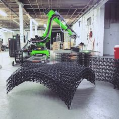 KUKA robot used for large-scale 3D printing. Image courtesy of Branch Technology.