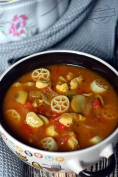 Cheeseburger Chowder, Thai Red Curry, Chili, Food And Drink, Yummy Food, Chicken, Ethnic Recipes, Impreza, Easy Meals