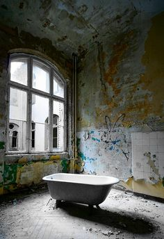 Empty Bath by slaterspeed, via Flickr