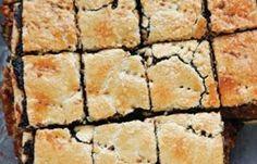 karacsonyi-makos-mezes-szelet-az-idei-ev-legjobb-makos-finomsaga Hungarian Desserts, Hungarian Cake, Hungarian Recipes, Poppy Cake, Edible Flowers, Cake Cookies, Sweet Treats, Fudge, Dessert Recipes