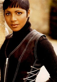 Toni Braxton, Foreign Celebrities, New Jack Swing, Vintage Black Glamour, Queen Hair, African American Women, Female Singers, Dark Beauty, 90s Fashion