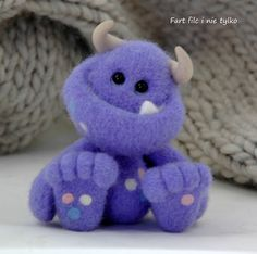 Fart filc i nie tylko: Potffforne potfffory :D Wool Needle Felting, Needle Felting Tutorials, Needle Felted Animals, Wet Felting, Clay Tutorials, Felted Wool Crafts, Felt Crafts, Diy Fluffy Slime, Felt Dragon
