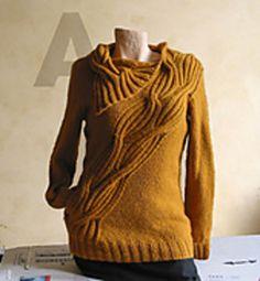 Le 'wrapped pullover' est désormais disponible en français.