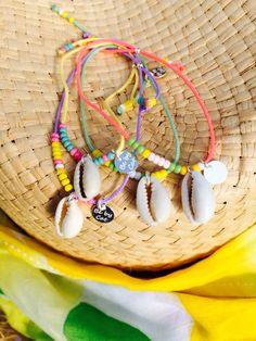 Bracelet coquillage lien vert perles jaunes vertes blanches