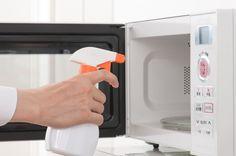 キッチンの中で一番の働き者の冷蔵庫、お掃除はできていますか?お取り寄せの品も、セールの食材もきちんと保存してくれるので、清潔にキレイに使いたいですよね。今回は冷蔵庫掃除のやり方やおしゃれな上に掃除しやすい収納方法などピックアップしました。