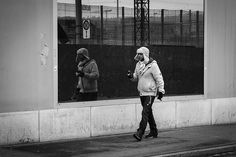 Fifteen Minutes in Zürich Street Photography, Winter Jackets, Couple Photos, Cold, Mirror, Winter Coats, Couple Shots, Winter Vest Outfits, Mirrors
