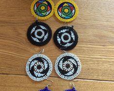 Chapeau Handade Zuly personnalisé Isicholo | Etsy Glands, Zulu, Simply Beautiful, Crochet Earrings, Medium, Hats, Jewelry, Fashion, Shoulder Necklace