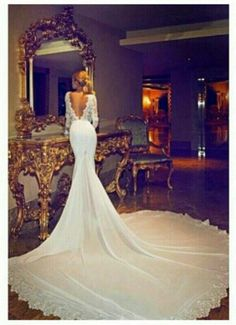 This Wedding Dress is BEAUTIFUL!