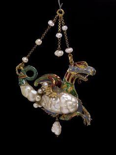 Colgante con forma de dragón de mar de oro, perlas y esmalte. Finales siglo 16 ///////////// Pendant jewel in the form of a sea-dragon. Spain, late C. Tail and one side of the body formed of a large baroque pearl Jade Jewelry, Emerald Jewelry, Enamel Jewelry, Turquoise Jewelry, Pearl Jewelry, Jewelry Art, Antique Jewelry, Vintage Jewelry, Renaissance Jewelry