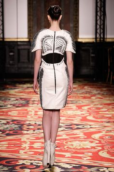 Fashion designer Iris van Herpen is widely recognized as one of fashion's most talented and forward-thinking creators who continuously pushes the boundaries of fashion design. Iris Van Herpen, Wearable Art, 3d Printing, Women Wear, Bodycon Dress, How To Wear, Fashion Design, Dresses, Haute Couture