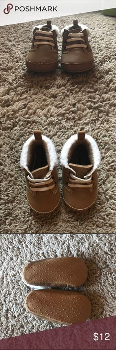 Old Navy baby booties Adorably tan booties with elastic for ages 6-12 months. I find they're a little on the small side as they barely fit my son when he was 6 months old. He wore hem once. Like New Condition. Faux shearling around the top. Old Navy Shoes Baby & Walker