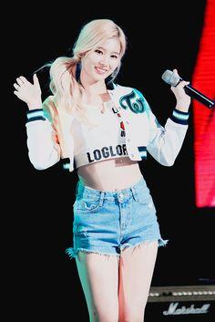 Twice - Sana *-* ♡ Kpop Girl Groups, Korean Girl Groups, Kpop Girls, Nayeon, Twice Show, Osaka, Asian Woman, Asian Girl, Sana Cute