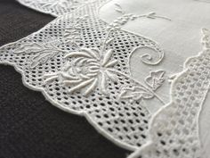 GORGEOUS 12 Vintage Cocktail Napkins WEDDING Bridal Lace HAND EMBROIDERY Linen