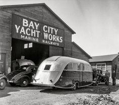 Deluxe Kauneel auto trailer at the Bay City Yacht Works and Marine Railways in Bay City, Michigan, May 1936 Vintage Rv, Vintage Caravans, Vintage Travel Trailers, Vintage Photos, Vintage Campers, Retro Campers, Vintage Vans, General Motors, Land Rover Defender