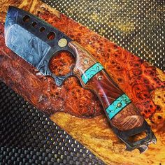 """The handle on this came out great, it's very """"Colorado"""". It's lacewood with synthetic turquoise and the center chunk is an iridescent copper swirls. #knifeporn #handmade #handles #knife #knives #metalarts #metalwork #woodworking #damascussteel #dailygrind #knifemaking"""