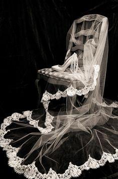 Wedding Picture Poses, Wedding Poses, Wedding Pictures, Wedding Bride, Party Wedding, Fall Wedding, Bridal Poses, Bridal Photoshoot, Wedding Photography Styles