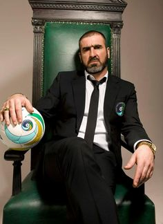 Former Manchester United star Eric Cantona is appointed director of soccer at New York Cosmos. Manchester United Legends, Manchester United Football, Mario Gotze, New York Cosmos, Football Icon, Football Soccer, Eric Cantona, St Etienne, Old Trafford
