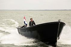 snelvarende sloep (800) van waterdream. Vanaf € 60.000 Speed Boats, Power Boats, Boat Hire, Classic Sailing, Construction Drawings, Float Your Boat, Cool Boats, Charter Boat, Boat Design