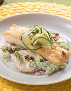 Seared Cod & Potato Salad with Radishes, Crispy Capers & Marinated Cucumber Seafood Dinner, Fish And Seafood, Cod Recipes, Diet Recipes, Marinated Cucumbers, Dinner Entrees, Exotic Food, How To Make Salad, Summer Recipes