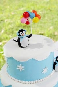 How to make a fondant penguin topper. Nice for a Penguin Birthday Party. Penguin Cake Toppers, Penguin Cakes, Christmas Cake Designs, Christmas Cake Decorations, Baby Birthday Cakes, Birthday Cake Toppers, Fondant Cakes, Cupcake Cakes, Penguin Birthday