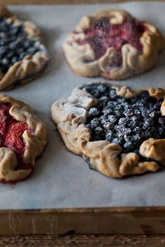 Strawberry & blueberry mini galettes | Travelling oven