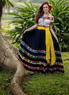 Trendy Wedding Ideas Dresses Mexican Ideas A new kitchen renovation can vastly improve the worth of your home, together … Mexican Costume, Mexican Outfit, Mexican Dresses, Mexican Party, Mexican Style, Mexican Quinceanera Dresses, Mexican Clothing, Traditional Mexican Dress, Traditional Dresses