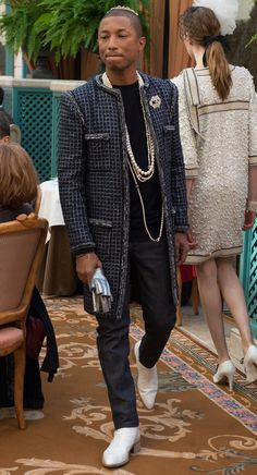 Chanels 2017 Métiers DArt Show At The Ritz Hotel Was A Tribute To Parisian Elegance  Fragmentos de Moda