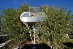 UFO-hus i trætoppen