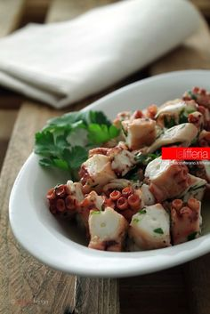 Insalata di polpo semplice Octopus Recipes, Fish Recipes, Chicken Recipes, Fish Salad, Scampi, Mussels, Antipasto, Healthy Cooking, Summer Recipes
