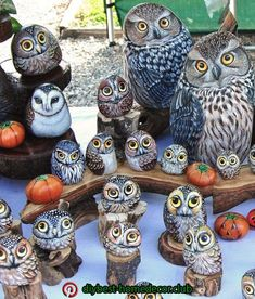 Dot Painting Pebble Painting Stone Painting Painting On Wood Stone Crafts Rock Crafts Painted Pavers Painted Rocks Craft Owl Art Pebble Painting, Pebble Art, Stone Painting, Painting Art, Painted Rocks Owls, Painted Rock Animals, Rock Painting Patterns, Rock Painting Designs, Art Pierre