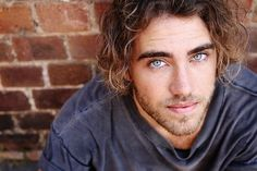 Matt Corby. Hot hippy meets Aussie musician.