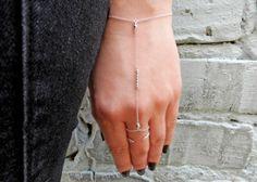 Sterling Silver Ribbed Bar Hand Chain. #gehatijewelry #etsy #etsyjewelry #etsyfinds #etsyseller #etsyshop #silverbracelet #layer #minimalism #bohojewelry #bohemian #sterlingsilver#silverhandchain #slavebracelet #ringbracelet #fingerbracelet #tinysilverring #arrowring #bridesmaidgift #bridesmaidjewelry #weddingjewelry #bridaljewelry #giftforher