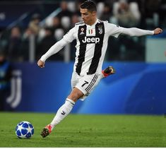 Will Ronaldo score in the Turin derby Cristino Ronaldo, Cristiano Ronaldo Juventus, Juventus Fc, Portugal National Football Team, Liga Soccer, Ronaldo Quotes, Cristiano Ronaldo Wallpapers, Leonel Messi, Football Players