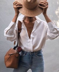 50 Street Style Looks to Copy Now 2019 Streetstyle outfit with chic details and neutral colors. white button up with straw hat and brown bag. Get more outfit & style tips at The post 50 Street Style Looks to Copy Now 2019 appeared first on Outfit Diy. Looks Street Style, Looks Style, Looks Cool, My Style, Parisian Street Style, Minimalist Street Style, Street Look, French Style, Minimalist Fashion