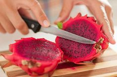 Dragon is also known as pitaya. This fun-looking fruit contains about 60 calories and are rich in vitamin C and minerals such as calcium, iron and Delicious Fruit, Yummy Food, Dragon Fruit Benefits, Sauce Tahini, Red Dragon Fruit, Watermelon Flower, Dragon Fruit Smoothie, Pitaya, Sweets