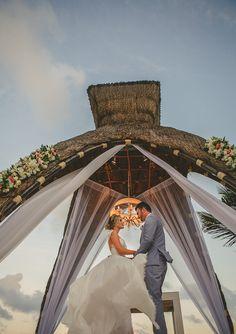 Altar para casamento ao livre - Casamento Thaeme e Fábio