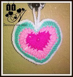 Colagante Corazón elaborado al crochet.
