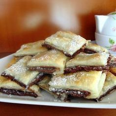 Nutella in puff pastry Yummy Treats, Delicious Desserts, Sweet Treats, Dessert Recipes, Yummy Food, Italian Desserts, Mini Desserts, Food Obsession, Love Food