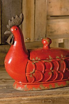 This charming and 'homey' hen would look smashing on my kitchen counter top!