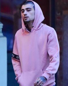 Zayn out in NYC wearing a pink hoodie! Zayn Mallik, You're My Favorite, My Big Love, Hoodie Outfit, To My Future Husband, Hoodies, Sweatshirts, Bad Boys, Dj