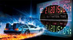 """Am 21. Oktober 1985 setzte sich der Schüler Marty McFly in einen DeLorean-Sportwagen, den der verrückte Erfinder Dr. Emmett Brown mit einem Fluxkompensator zur Zeitmaschine frisiert hatte. Marty gab das Datum """"21. Oktober 2015"""" ein, reiste mit lautem Knall """"Zurück in die Zukunft"""" – und damit genau in unsere Zeit. Okay, sekundengenaue Wettervorhersagen gibt es noch immer nicht, aber ansonsten lagen die Filmemacher vor 30 Jahren erstaunlich richtig: Hover-Skateboards, selbstschnürende…"""