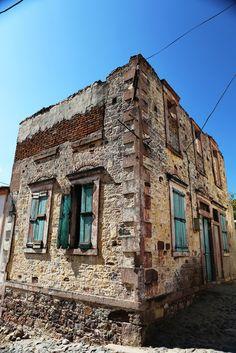 Cunda Evleri Old Doors, Historic Homes, Buildings, Stone, Places, Travel, House, Antique Doors, Historic Houses