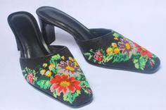 https://nyonyabeadedshoes.files.wordpress.com/2010/10/nyonya-beaded-shoes-p005_blk.jpg?w=490&h=325