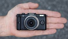 Pentax has announced the world's smallest and lightest digital camera with interchangeable lens. The Pentax Q-Black. Look at it's little lens! Toy Camera, Camera Gear, Best Camera, Small Digital Camera, Small Camera, Pentax Camera, Pentax Q, Camera Techniques, Cheap Cameras
