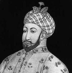 Le sultanat de Delhi étant entré dans une phase de déclin , Tamerlan , Turc musulman , lance un raid dévastateur vers les Indes sous le prétexte d'une trop grande tolérance des sultans à l'égard de leurs sujets hindous. Parti de Samarkand au printemps 1398, il ravage l'Afghanistan, s'empare de plusieurs forts rajputs, de Sarsuti et arrive aux portes de Delhi en décembre.